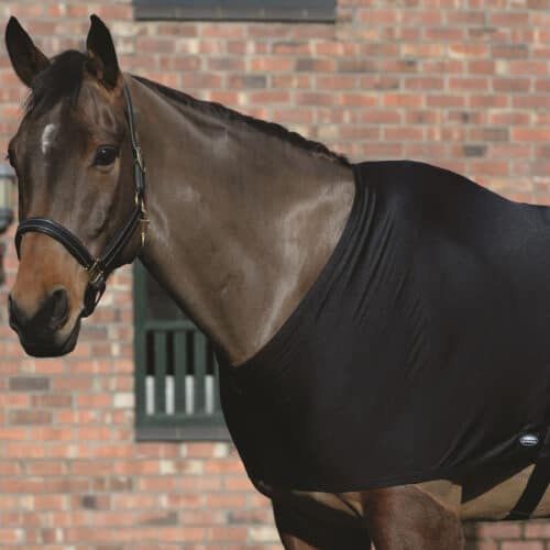 The WeatherBeeta Stretch Shoulder Guard prevents the rug from rubbing It is easy to use as it simply slips over the horses head and attaches in the girth area with touch tape